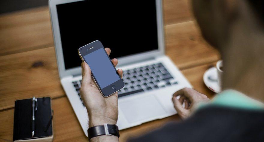 computer og smartphone