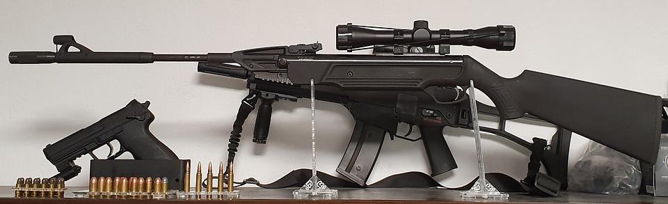 gevær og pistol